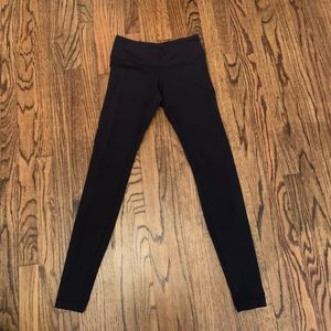 Black lululemon leggings. long